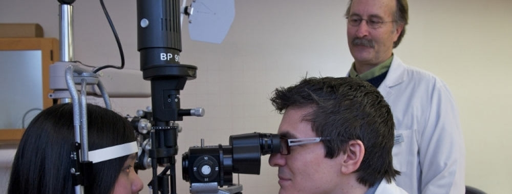 Student under supervision of an optometrist