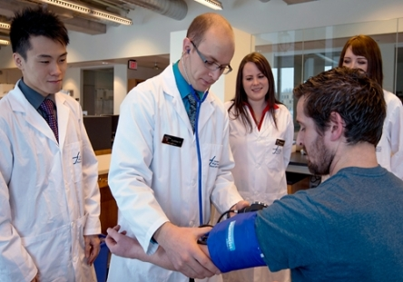 picture of pharmacy students providing patient care