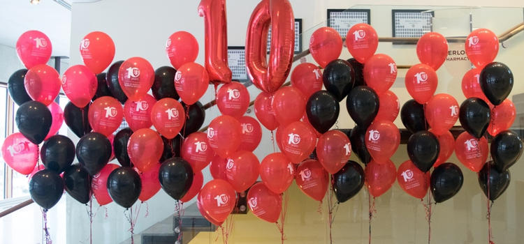 Red and black ballons with a big 10 balloon