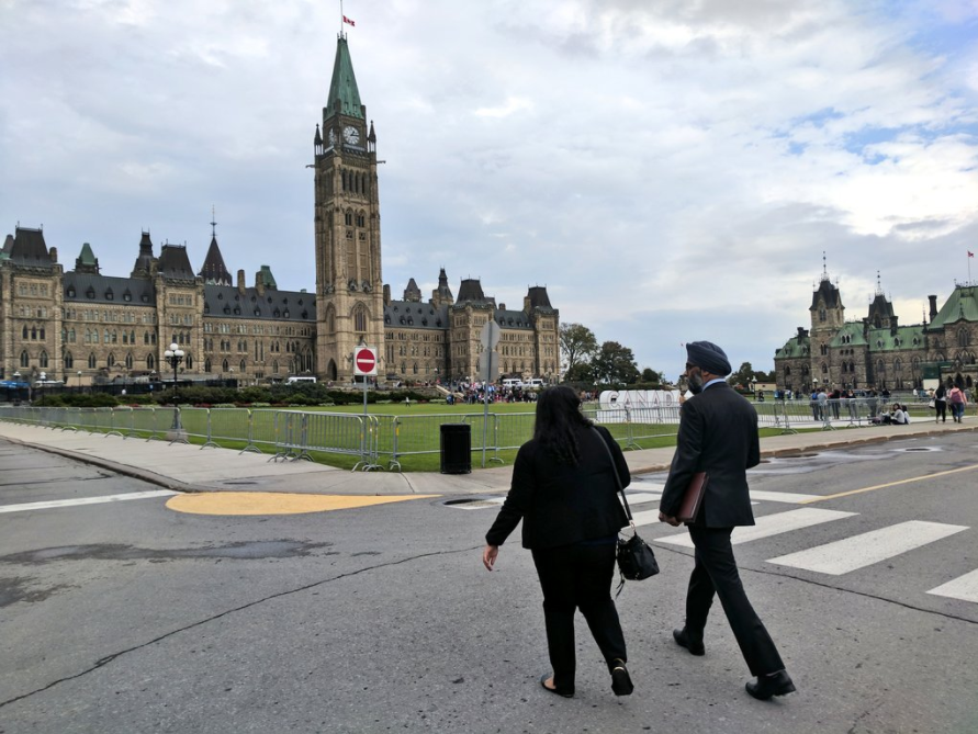 Munaza and Minister Harjit Singh Sajjan walking to parliament