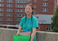 Nancy Xiao volunteering