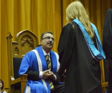 President Feridun Hamdullahpur speaks to a convocating student.
