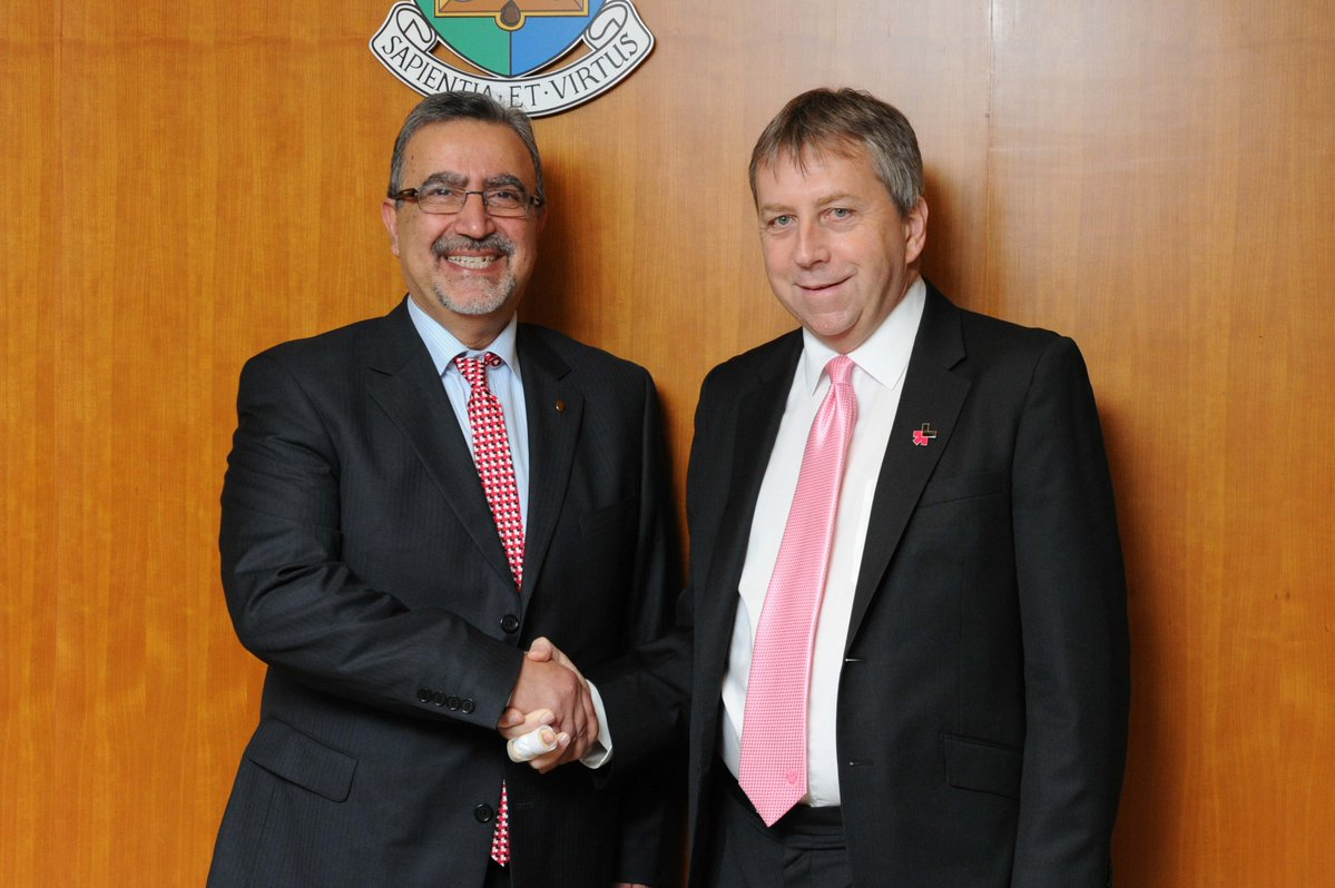Feridun Hamdullahpur with Peter Mathieson, president and vice-chancellor of the University of Hong Kong