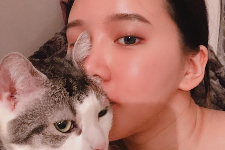 Chun Tang and cat