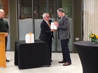 Dean Douglas Peers shakes Derek Besner's hand to congratulate him for receiving the 2017 Excellence in Arts Research Award!