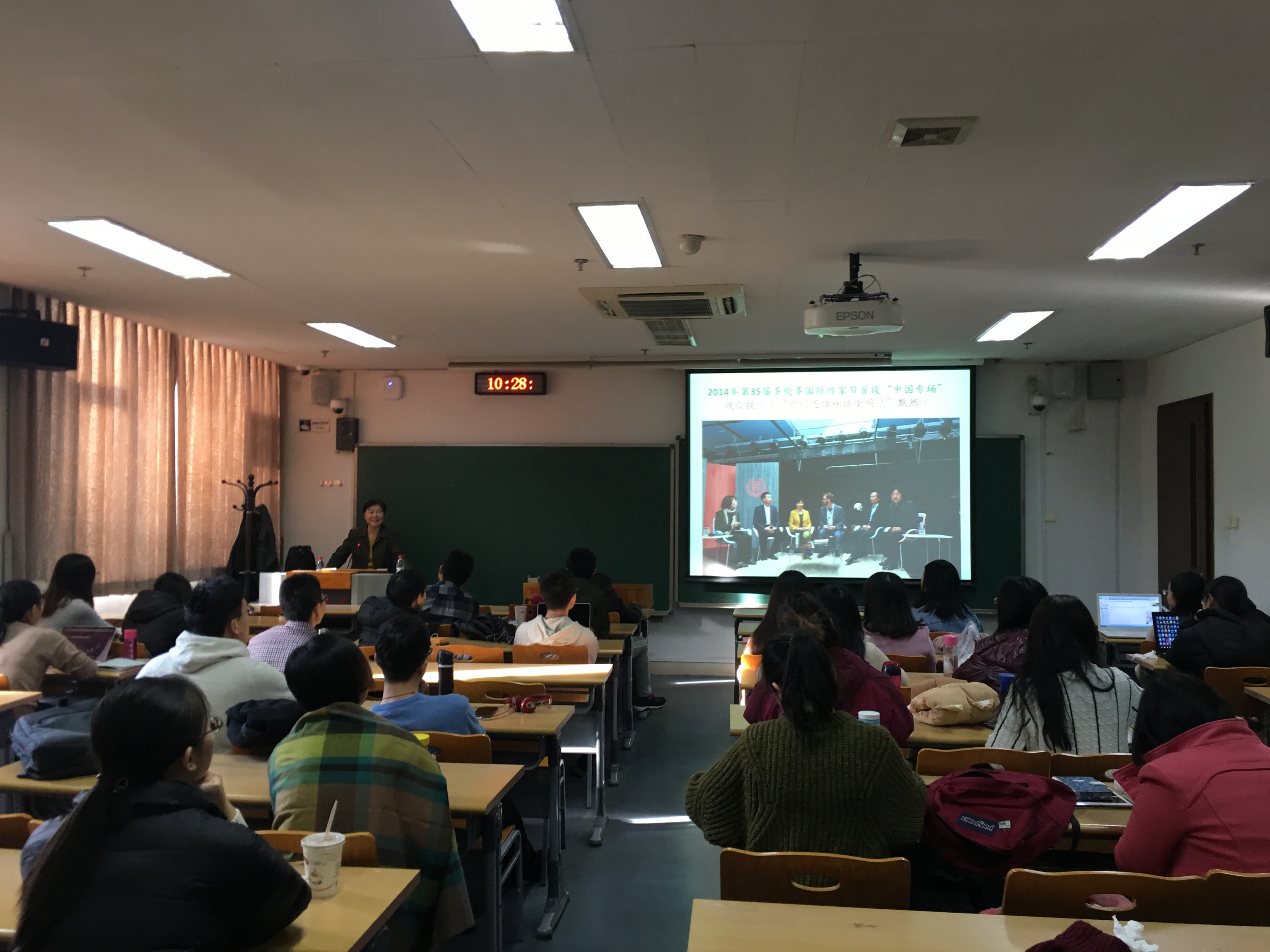 Yan Li, CI Director at Waterloo delivers lecture in China