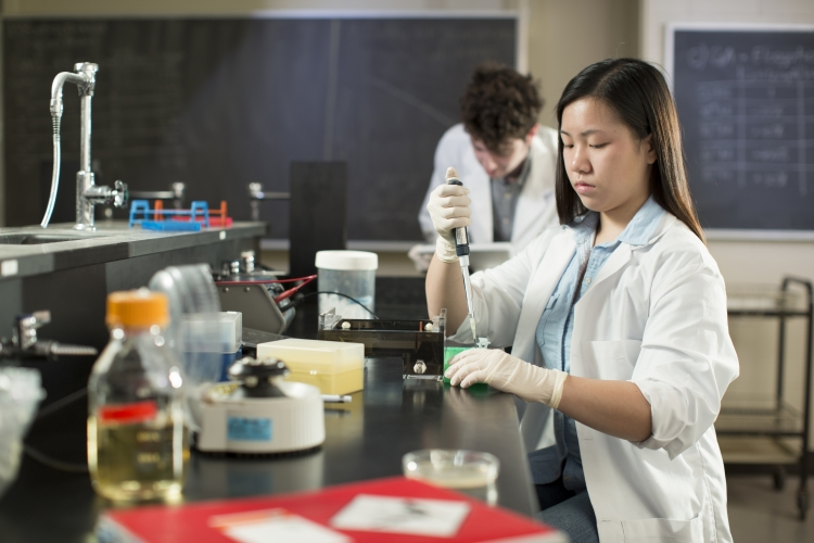 University of Waterloo Biomedical Sciences student in a lab setting