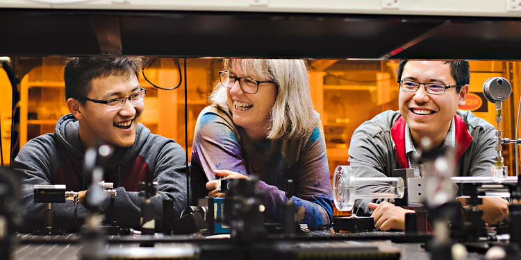 Donna Strickland in a lab with two male students