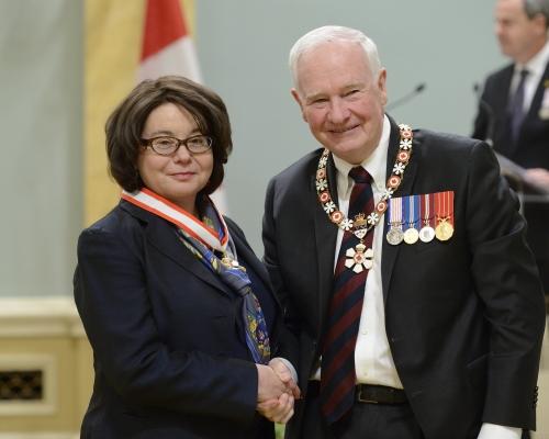 Prof. Linda Nazar and Governor General David Johnston