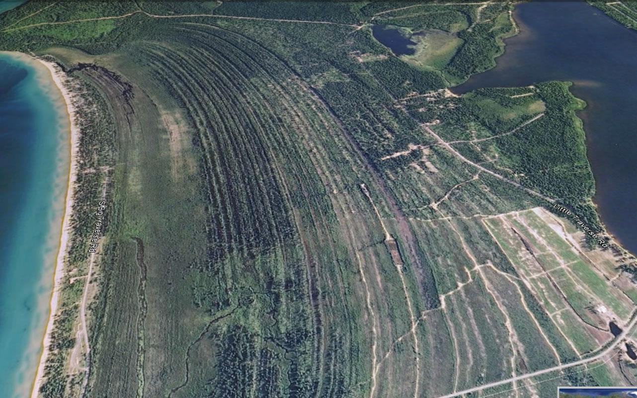 A relict shoreline of Grand Traverse Bay (Michigan) along Lake Superior (Image: Goolge Earth).