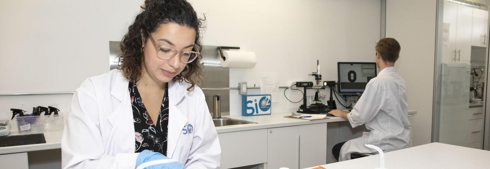 Researchers working in the SiO2 Innovation Lab