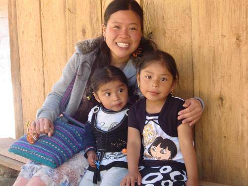 Faith Lee sitting with two Guatemalan children
