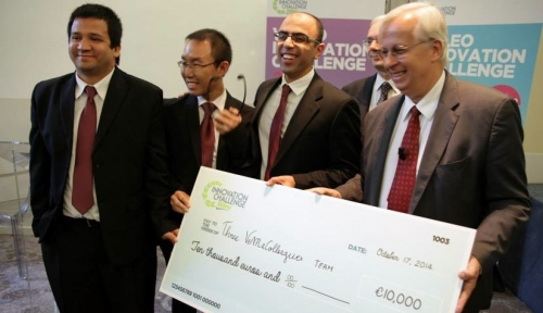 Three VeMACollegues accepting their 10,000 euro cheque