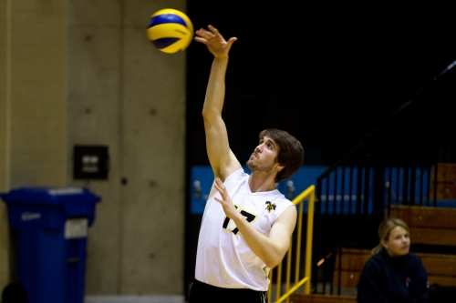 Jason Elzinga playing volleyball