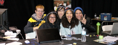 Orientation Social Media Leaders Phil Everson, Bo-Yee Lam, Danlynn Tang, and 2 Welcome Team leaders at the Ask Me Hub.