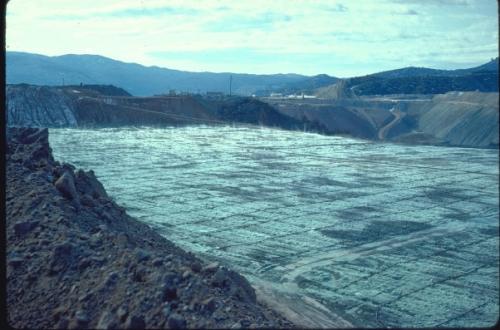 Acid leaching of copper ore