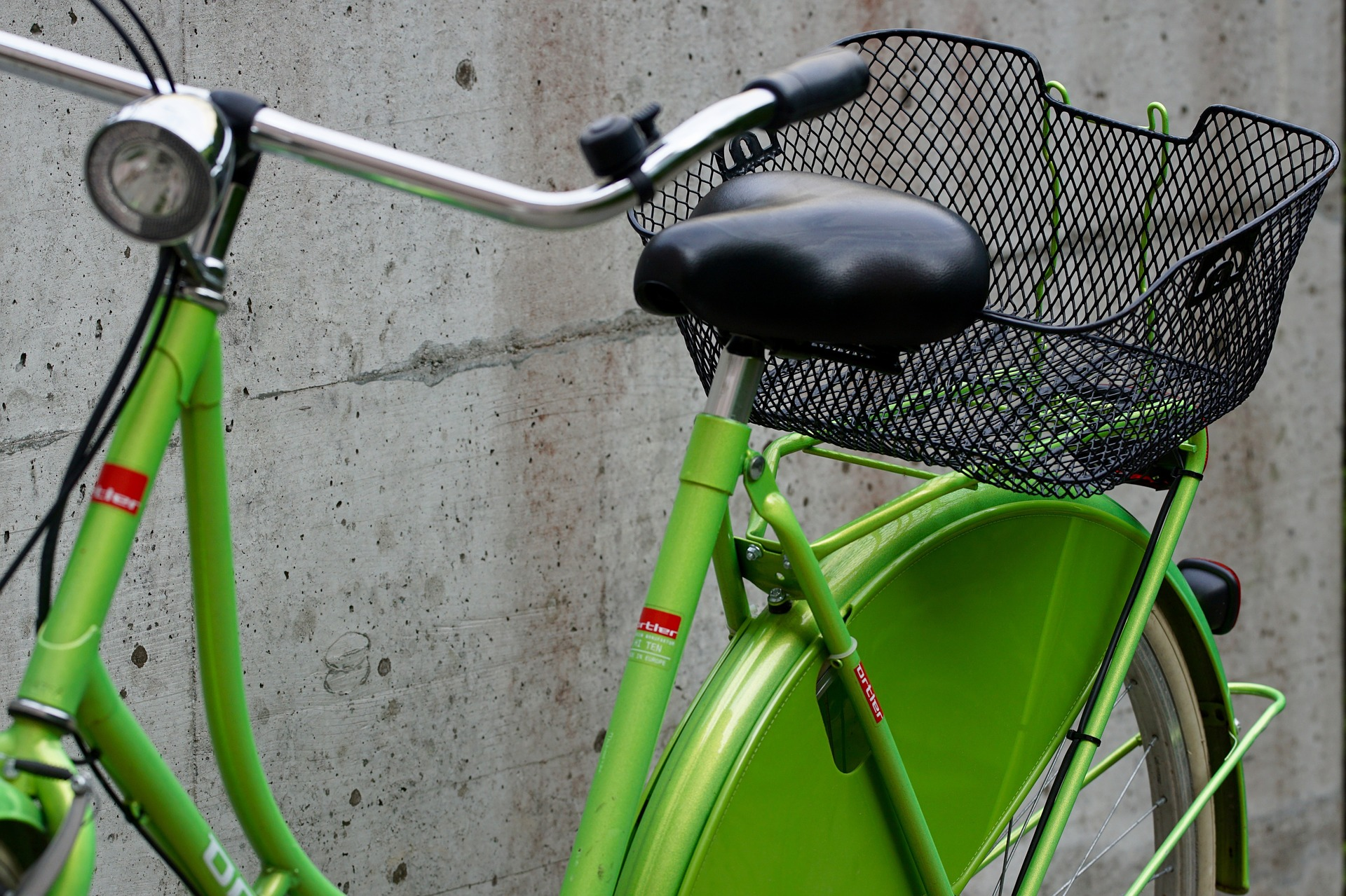 green bike beside a wall